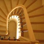 Rampe débillardée sur escalier béton