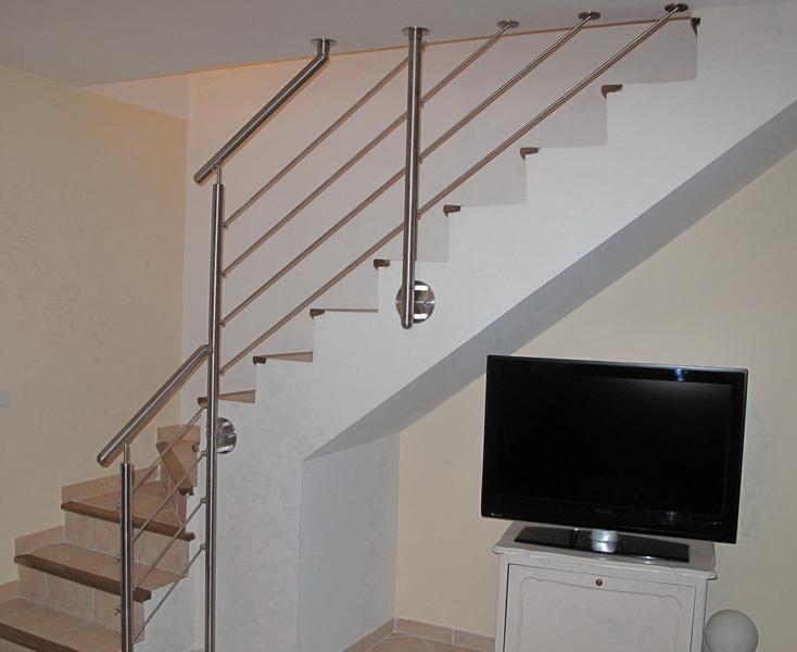 Garde Corp Bois Escalier : Rampe et garde corps en tube inox sur escalier b?ton ? Espace Bois